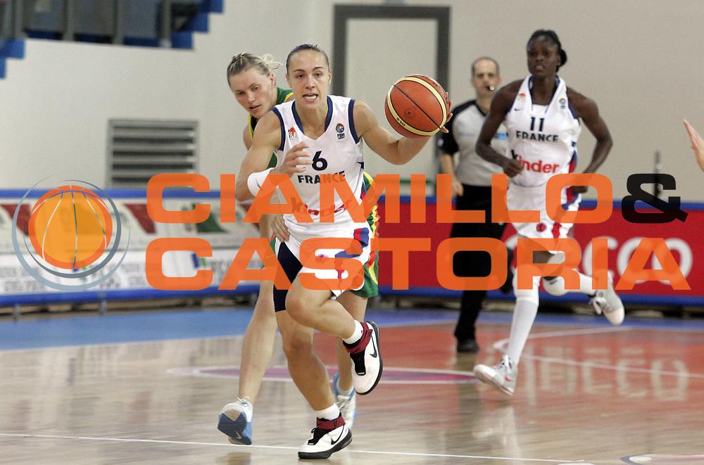 DESCRIZIONE : Chieti Italy Italia Eurobasket Women 2007 Francia Lituania France Lithuania <br /> GIOCATORE : Celine Dumerc<br /> SQUADRA : Francia France<br /> EVENTO : Eurobasket Women 2007 Campionati Europei Donne 2007 <br /> GARA : Francia Lituania France Lithuania<br /> DATA : 06/10/2007 <br /> CATEGORIA : Palleggio<br /> SPORT : Pallacanestro <br /> AUTORE : Agenzia Ciamillo-Castoria/H.Bellenger<br /> Galleria : Eurobasket Women 2007 <br /> Fotonotizia : Chieti Italy Italia Eurobasket Women 2007 Francia Lituania France Lithuania<br /> Predefinita :