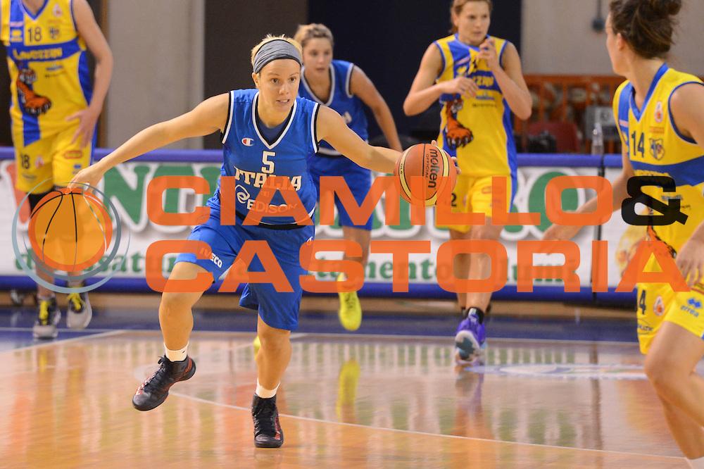 DESCRIZIONE : Parma Palaciti Nazionale Italia femminile Basket Parma<br /> GIOCATORE : Martina Fassina<br /> CATEGORIA : palleggio contropiede<br /> SQUADRA : Italia femminile<br /> EVENTO : amichevole<br /> GARA : Italia femminile Basket Parma<br /> DATA : 13/11/2012<br /> SPORT : Pallacanestro <br /> AUTORE : Agenzia Ciamillo-Castoria/ GiulioCiamillo<br /> Galleria : Lega Basket A 2012-2013 <br /> Fotonotizia :  Parma Palaciti Nazionale Italia femminile Basket Parma<br /> Predefinita :