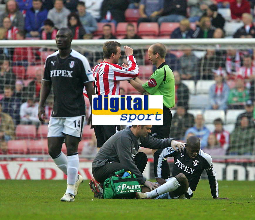 Photo: Andrew Unwin.<br /> Sunderland v Fulham. The Barclays Premiership. 04/05/2006.<br /> Fulham's Luis Boa Morte (R) receives treatment following a challenge by Sunderland's Andy Welsh (not pictured). Minutes later Luis Boa Morte was substituted.