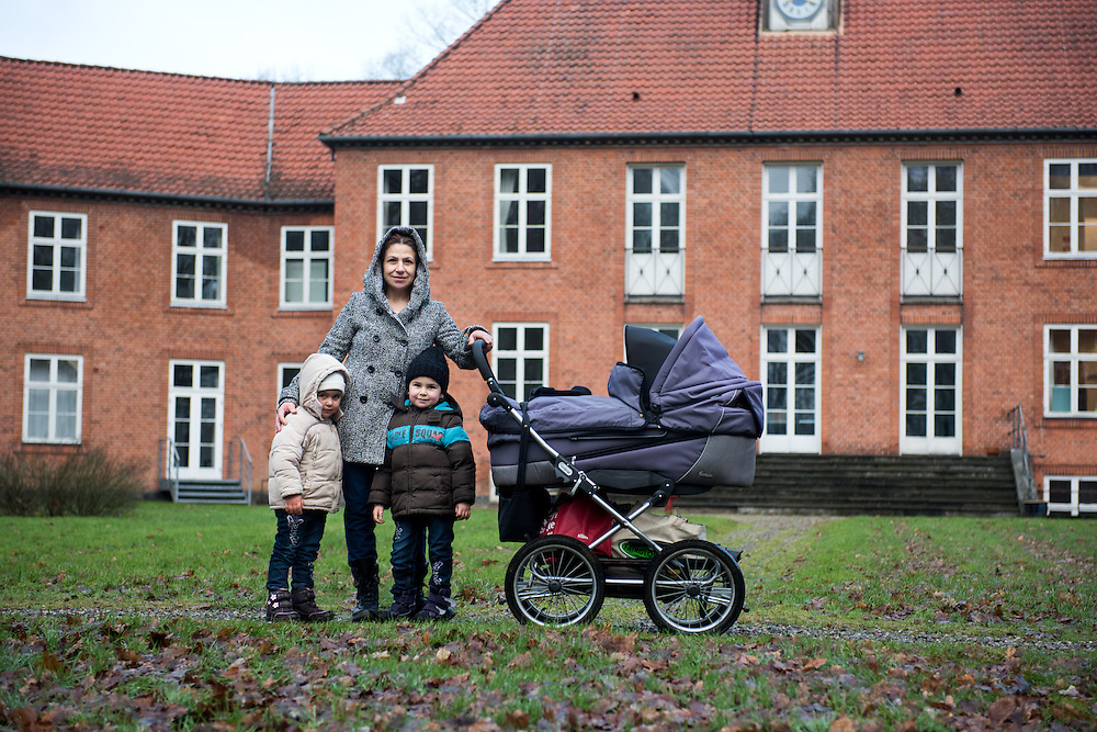 February 2016, Asylcenter Dianalund, Denmark. <br /> Aysha and her daughters in front of the main building of Dianalund Asylum Centre.