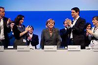 16 OCT 2010, POTSDAM/GERMANY:<br /> Johannes Poettering, JU Stellv. Bundesvorsitzender, Dorothee Baer, JU Stellv. Bundesvorsitzende, Angela Merkel, CDU, Bundeskanzlerin, Philipp Missfelder, MdB, CDU, Bundesvorsitzender Junge Union, Nina Warken, JU BUndesvorstand, (v.L.n.R.), nach der Rede von Merkel, Deutschlandtag der Jungen Union, Metropolis Halle, Filmpark Babelsberg<br /> IMAGE: 20101016-01-071<br /> KEYWORDS: Parteitag, party congress, Bundesparteitag, Philipp Mißfelder, Applaus, klatschen, applaudieren, Dorothee Bär, Johannes Pöttering