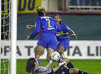Fotball<br /> Libertadores Cup 2004<br /> Semifinale<br /> Boca Juniors v River Plate 1-0<br /> 10. juni 2004<br /> Buenos Aires - Argentina<br /> Foto: Digitalsport<br /> NORWAY ONLY<br /> ROLANDO SCHIAVI (nummer 2) og ANTONIO BARIJHO feirer kampens eneste mål