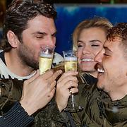 NLD/Amsterdam/20181016 - Presentatie in de Sneeuw met Lil Kleine. Nicolette van Dam en Xander de Buisonje, met champagne