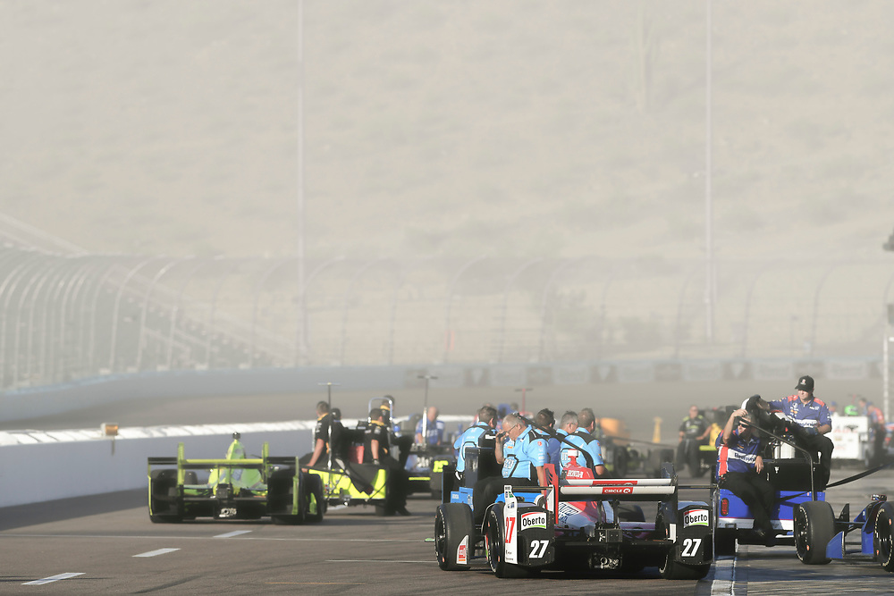 Verizon IndyCar Series<br /> Desert Diamond West Valley Phoenix Grand Prix<br /> Phoenix Raceway, Avondale, AZ USA<br /> Friday 28 April 2017<br /> Marco Andretti, Andretti Autosport with Lendium Honda Simon Pagenaud, Team Penske Chevrolet crew return to the paddock in a dust storm<br /> World Copyright: Scott R LePage<br /> LAT Images<br /> ref: Digital Image lepage-170428-phx-832