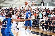 DESCRIZIONE : Trento Torneo Internazionale Maschile Trentino Cup Italia Nuova Zelanda  Italy New Zeland<br /> GIOCATORE : Pietro Aradori<br /> SQUADRA : Italia Italy<br /> EVENTO : Raduno Collegiale Nazionale Maschile <br /> GARA : Italia Nuova Zelanda Italy New Zeland<br /> DATA : 26/07/2009 <br /> CATEGORIA : tiro<br /> SPORT : Pallacanestro <br /> AUTORE : Agenzia Ciamillo-Castoria/E.Castoria<br /> Galleria : Fip Nazionali 2009 <br /> Fotonotizia : Trento Torneo Internazionale Maschile Trentino Cup Italia Nuova Zelanda Italy New Zeland<br /> Predefinita :