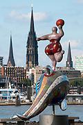 Hamburger Hafen, Nanas von Nici de Saint Phalle , Hamburg, Deutschland.|.Hamburg harbour, Nanas by Nici de Saint Phalle , Hamburg, Germany.