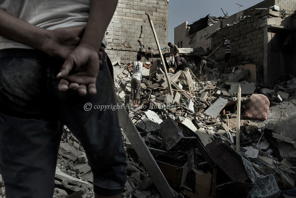 Gaza Strip, Gaza City: Palestinians are seen as they search for personal items from their destroyed house by Israeli irstrike Al-Shati Camp in Gaza City on August 2, 2014. ALESSIO ROMENZI
