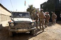 """26 SEP 2004, FEYZABAD/AFGHANISTAN:<br /> Bundeswehrsoldaten des Provincial Reconstruction Teams des Deutschen Einsatzkontingents ISAF, PRT ISAF, mit einem Mercedes Geländewagen """"Wolf"""" sichern die Strasse zum Nebeneingang des Lagers Feyzabad<br /> IMAGE: 20040926-01-058<br /> KEYWORDS: Faisabad, Reise, Soldat, Soldaten, Auslandseinsatz, Jeep"""
