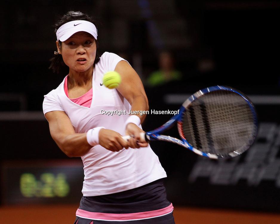 Porsche Cup 2011 in Stuttgart, internationales WTA Damen Tennis Turnier, Porsche Arena, Na Li (CHN),action
