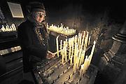 Nederland, Maastricht, 9-2-2014In de mariakapel van de onze lieve vrouwebasiliek in Maastricht branden mensen kaarsjes. Sterre der Zee. Afgebeelde is vrouw van de fotograaf.Foto: Flip Franssen