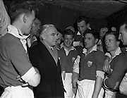 01/02/1953<br /> 02/01/1953<br /> 01 February 1953<br /> Soccer: Drumcondra v Cork Athletic at Tolka Park, Dublin. Picture shows Horatio Carter (Raich) with the Cork Athletic team before the game.