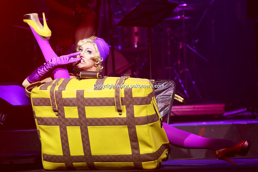 "Edinburgh, Scotland 21st November 2017.  press call of ""La Clique Noël"" will be performed during Edinburgh's Christmas at  Festival Square Spiegeltent, Lothian Road.Pictured: Leah Suitcase.  Pako Mera/Alamy Live News"