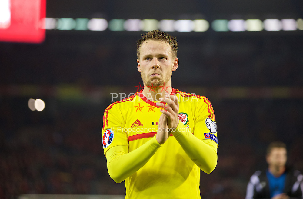 BRUSSELS, BELGIUM - Sunday, November 16, 2014: Wales' Chris Gunter celebrates a point and staying top of the group after a goal-less draw against Belgium during the UEFA Euro 2016 Qualifying Group B game at the King Baudouin [Heysel] Stadium. (Pic by David Rawcliffe/Propaganda)