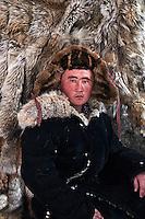 Mongolie, province de Bayan-Olgii, Erbolat, chasseur à l'aigle Kazakh // Mongolia, Bayan-Olgii province, Erbolat, Kazakh eagle hunter