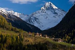 """Weiler Oberlesach mit Glödis (3.206m) ist der formschönste Gipfel der Schobergruppe in Osttirol und wird deshalb auch """"Matterhorn der Schobergruppe"""" genannt, Herbst, Schneebedeckt. Am 25.10.2007 in Kals am Grossglockner, Nationalpark Hohe Tauern. EXPA Pictures © 2010, PhotoCredit: EXPA/ J. Groder"""