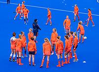 MONCHENGLADBACH  -  Warming up Oranje. olv  inspanningsfysioloog MATTHEW EYLES  Pro League  Duitsland-Nederland (0-1) dames .   COPYRIGHT KOEN SUYK