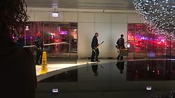 November 20, 2018 - Chicago, IL, USA - Bomberos de Chicago socorren a seis personas atrapadas en un ascensor en el John Hancock Center. (Credit Image: © Hannah Leone/Miami Herald/TNS via ZUMA Wire)