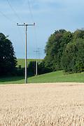 Stromleitung über Felder, Odenwald, Naturpark Bergstraße-Odenwald, Hessen, Deutschland | power line across fields, Odenwald, Hessen, Germany