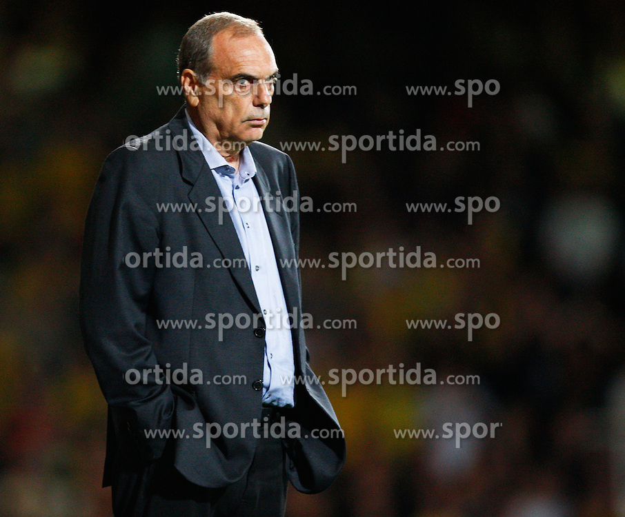 25.08.2010, Boleyn Ground, London, ENG, Carling Cup, West Ham United vs Oxford United, im Bild Avram Grant Manager of West Ham United. EXPA Pictures © 2010, PhotoCredit: EXPA/ IPS/ Kieran Galvin +++++ ATTENTION - OUT OF ENGLAND/UK +++++ / SPORTIDA PHOTO AGENCY