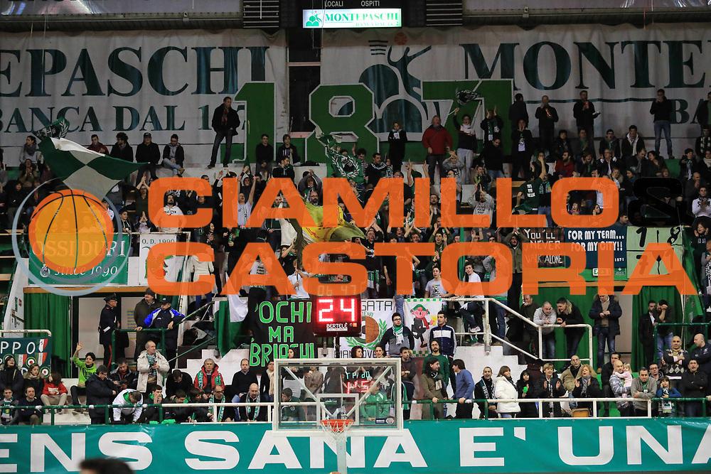 DESCRIZIONE : Siena Lega A 2012-13 Montepaschi Siena Cimberio Varese<br /> GIOCATORE : tifosi<br /> CATEGORIA : esultanza<br /> SQUADRA : Montepaschi Siena<br /> EVENTO : Campionato Lega A 2012-2013 <br /> GARA :  Montepaschi Siena Cimberio Varese<br /> DATA : 03/02/2013<br /> SPORT : Pallacanestro <br /> AUTORE : Agenzia Ciamillo-Castoria/M.Simoni<br /> Galleria : Lega Basket A 2012-2013  <br /> Fotonotizia : Siena Lega A 2012-13 Montepaschi Siena Cimberio Varese<br /> Predefinita :