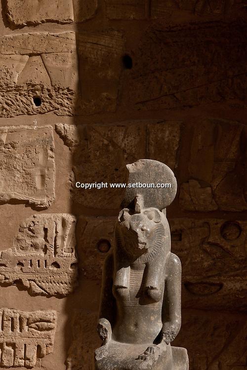 Egypt. Louxor.  Medinet Habou -Medinet Habou, RAMSES 3 temple in Thebes  Louxor - Egypte    /  Medinet Habou, temple de Ramses 3 a Thebes  Louqsor - Egypt