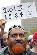 Le 14 septembre, &agrave; Montr&eacute;al, des milliers de Qu&eacute;b&eacute;cois de communaut&eacute;s et de religions diff&eacute;rentes protestent contre l&rsquo;application de la Charte des valeurs qu&eacute;b&eacute;coises qui interdit aux employ&eacute;s de la fonction publique le port de signes religieux ostentatoires comme le hijab ou la Kippa.<br /> The 14th september 2013, in the first mass action triggered by the proposal, thousands of protesters marched through downtown Montreal to call on the Parti Qu&eacute;b&eacute;cois government of Premier Pauline Marois to withdraw the charter.