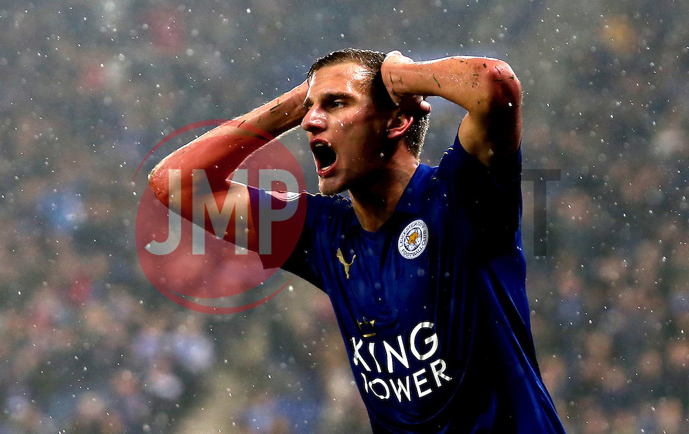 Marc Albrighton of Leicester City holds his head head in his hands after missing a chance to score a goal - Mandatory by-line: Robbie Stephenson/JMP - 10/12/2016 - FOOTBALL - King Power Stadium - Leicester, England - Leicester City v Manchester City - Premier League