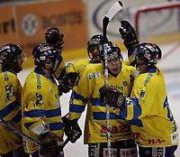 Ishockey   16  november   2006  - GET ligaen<br /> Hamar OL-Amfi    <br /> Foto: Dagfinn Limoseth, Digitalsport <br /> <br /> Storhamar v Stjernen  6-1<br /> <br /> Teemu Kohvakka  ,Storhamar laget det femte målet.Gratuleres av lagkameratene