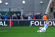 Manchester City Women forward Ellen White (18) takes a shot during the FA Women's Super League match between Manchester City Women and West Ham United Women at the Sport City Academy Stadium, Manchester, United Kingdom on 17 November 2019.