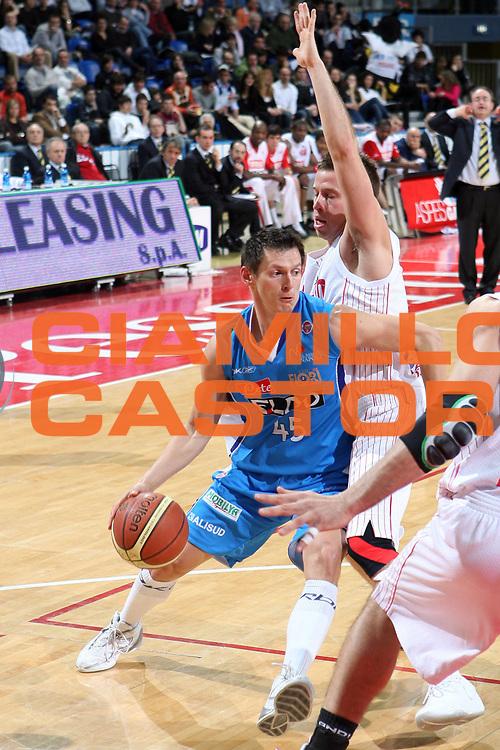 DESCRIZIONE : Pesaro Lega A1 2007-08 Scavolini Spar Pesaro Eldo Napoli<br />GIOCATORE : Janis Blums<br />SQUADRA : Eldo Napoli<br />EVENTO : Campionato Lega A1 2007-2008 <br />GARA : Scavolini Spar Pesaro Eldo Napoli<br />DATA : 08/03/2008 <br />CATEGORIA : Palleggio<br />SPORT : Pallacanestro <br />AUTORE : Agenzia Ciamillo-Castoria/G.Ciamillo