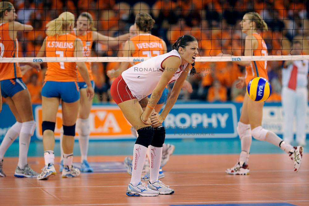 20-09-2009 VOLLEYBAL: DELA TROPHY NEDERLAND - TURKIJE: EINDHOVEN<br /> Nederland ook de tweede wedstrijd van Turkije maar ditmaal iets moeizamer 3 -2 / Een balende Bahar Toksoy<br /> &copy;2009-WWW.FOTOHOOGENDOORN.NL