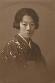 Nonomiya Photo Studio: Young Lady