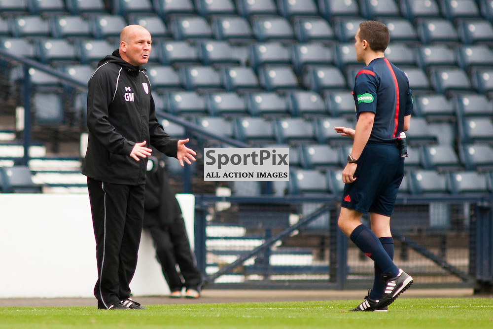 Gus MacPherson (Queen&rsquo;s Park Manager) has words with referee David Munro in the Queen's Park v Montrose SPFL2 at Hampden Park on 03 October 2015<br />