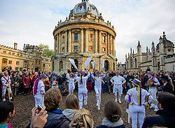 © Licensed to London News Pictures. 01/05/2017. Oxford, UK. Morris dancers perform underneath the Radcliffe Camera at Oxford University during celebrations for May Day in the early hours of the morning. Students and members of the public were again prevented from jumping from the bridge in tot he water, which has historically been a tradition, due to injuries at a previous years event . Photo credit: Ben Cawthra/LNP