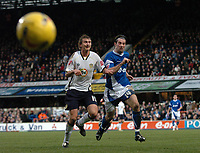 Photo: Ashley Pickering.<br />Ipswich Town v Leeds United. Coca Cola Championship. 16/12/2006.<br />Ipswich's Alan Lee (R) and Leed's Matt Heath chase the ball