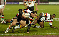 Photo: Jed Wee.<br />Bradford Bulls v Harlequins RL. Engage Super League. 18/02/2006.<br />Bradford's Ben Harris scampers through for a try to put them in the lead.