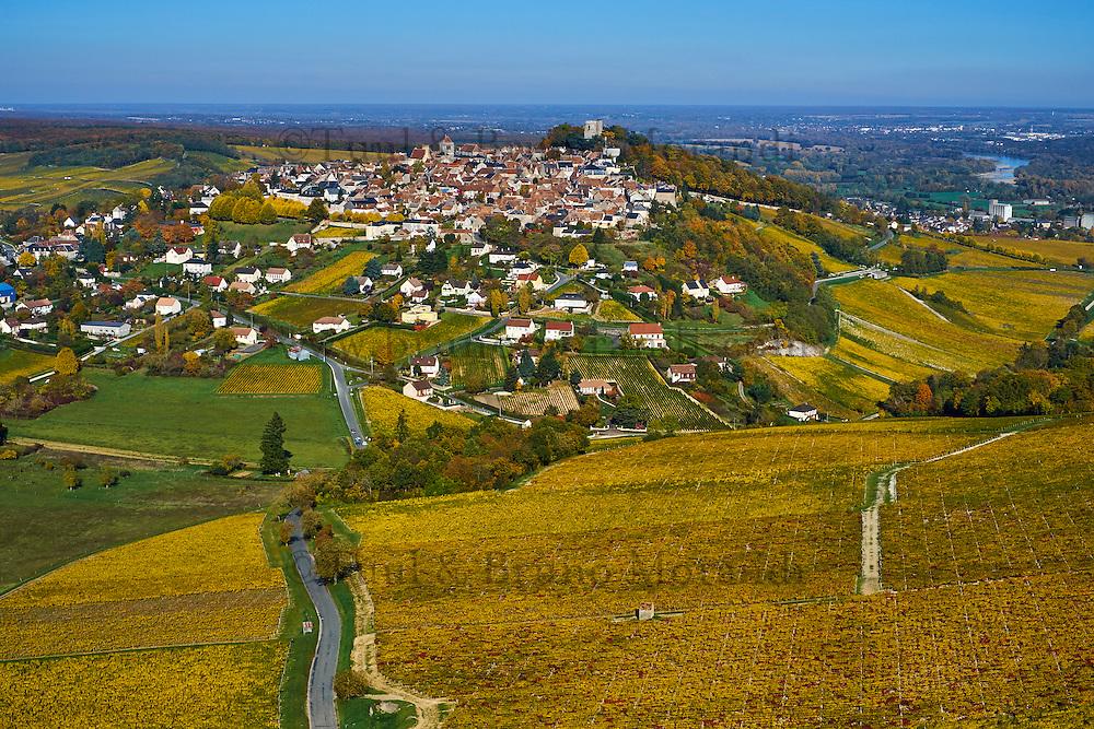 France, Centre-Val de Loire, Cher (18), le Berry, Sancerre et son vignoble en automne, vue aérienne // France, Cher 18, Berry, Sancerre village, vineyard in autumn, aerial view