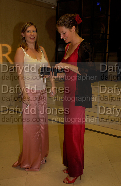 Louise Joiner and Valerie Duff, The Man Booker prize awards ceremony 2004 . The Royal Horticultural Hall, 19 October 2004. ONE TIME USE ONLY - DO NOT ARCHIVE  © Copyright Photograph by Dafydd Jones 66 Stockwell Park Rd. London SW9 0DA Tel 020 7733 0108 www.dafjones.com