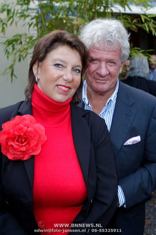 NLD/Hilversum/20111101- Presentatie kookboek De Smaak van BN, Willibrord Frequin en partner Gesina