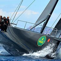 GIRAGLIA ROLEX CUP 2016 Le Jethou est un yacht ultramoderne de l'IRC Racing Yaght construit par Green Marine à Lymington. Il est nommé d'après les îles anglo-normandes situées à côté de la côte Est de Huernsey. Ce Judel Vrolijk est un yacht de 62 pieds qui dispose d'équipement entièrement optimisé et d'une coque en fibre de carbone légère. Il a été conçu exclusivement pour la vitesse.Le Jethou, appartenant et piloté par Sir Peter Ogden, a déjà montré de très bons résultats dans le circuit méditerranéen.<br /> <br /> L'équipage expérimenté, avec notamment Brad Butterworth, Stuart Branson et Ian Budgen, a réussi à faire de très bonnes places dans de célèbres régates telles que la Palma Vela, la Copa del Rey, les Voiles de Saint-Tropez, le Championnat du Monde Rolex Maxi et le Giraglia Rolex Cup.