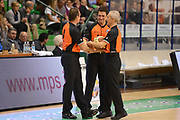 DESCRIZIONE : Siena Lega A 2012-13 Montepaschi Siena EA7 Emporio Armani Milano<br /> GIOCATORE : arbitro<br /> CATEGORIA : curiosita fair play<br /> SQUADRA : <br /> EVENTO : Campionato Lega A 2012-2013 <br /> GARA : Montepaschi Siena EA7 Emporio Armani Milano<br /> DATA : 05/11/2012<br /> SPORT : Pallacanestro <br /> AUTORE : Agenzia Ciamillo-Castoria/GiulioCiamillo<br /> Galleria : Lega Basket A 2012-2013  <br /> Fotonotizia :  Siena Lega A 2012-13 Montepaschi Siena EA7 Emporio Armani Milano<br /> Predefinita :
