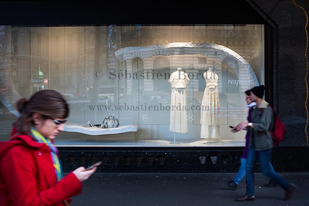 Vitrine des Galeries Lafayette sur les grands boulevards // Shop window  of Galeries Lafayette in Grands Boulevards area