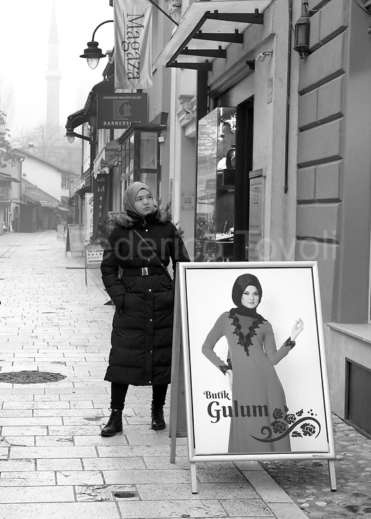 For siege ended the Serb and Bosnian Croat population is no longer back  to live in Sarajevo's old town, where the Muslim  inhabitants exceed eighty percent. In the bazaar dating back to Ottoman times there are specialized fashion stores for the Muslim woman.
