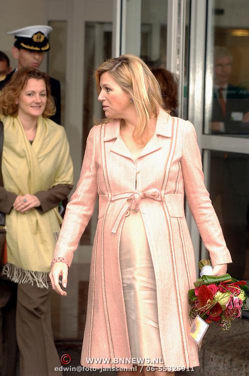 NLD/Utrecht/20070316 - Prinses maxima bezoekt de Nationale Marktdagen van Jong Ondernemen winkelcentrum Hoog Catharijne Utrecht, vertrek