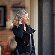 NLD/Laren/20070303 - Nienke, dochter van Mireille Bekooy en partner van Leo Beenhakker in gesprek
