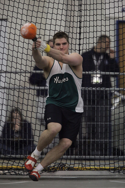 Windsor, Ontario ---13/03/09--- Andrew Smith of  the University of Saskatchewan competes in the mens weight throw at the CIS track and field championships in Windsor, Ontario, March 13, 2009..GEOFF ROBINS Mundo Sport Images