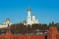 Russie, Moscou, le Kremlin classé Patrimoine Mondial de l'UNESCO, et la cathedrale de l'Archange // Russia, Moscow, Church of Archangel Michael behind Kremlin Wall