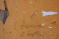 L'Aquila, Italia - 31 marzo 2013. Una scritta emblematica su un muro del centro storico dell'Aquila..Ph. roberto Salomone Ag. Controluce
