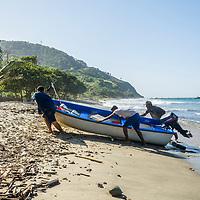 Pescadores en la Playa de Oritapo. Caruao. Estado Vargas. Venezuela. Fishermen in the Oritapo Beach. Caruao. State Vargas. Venezuela