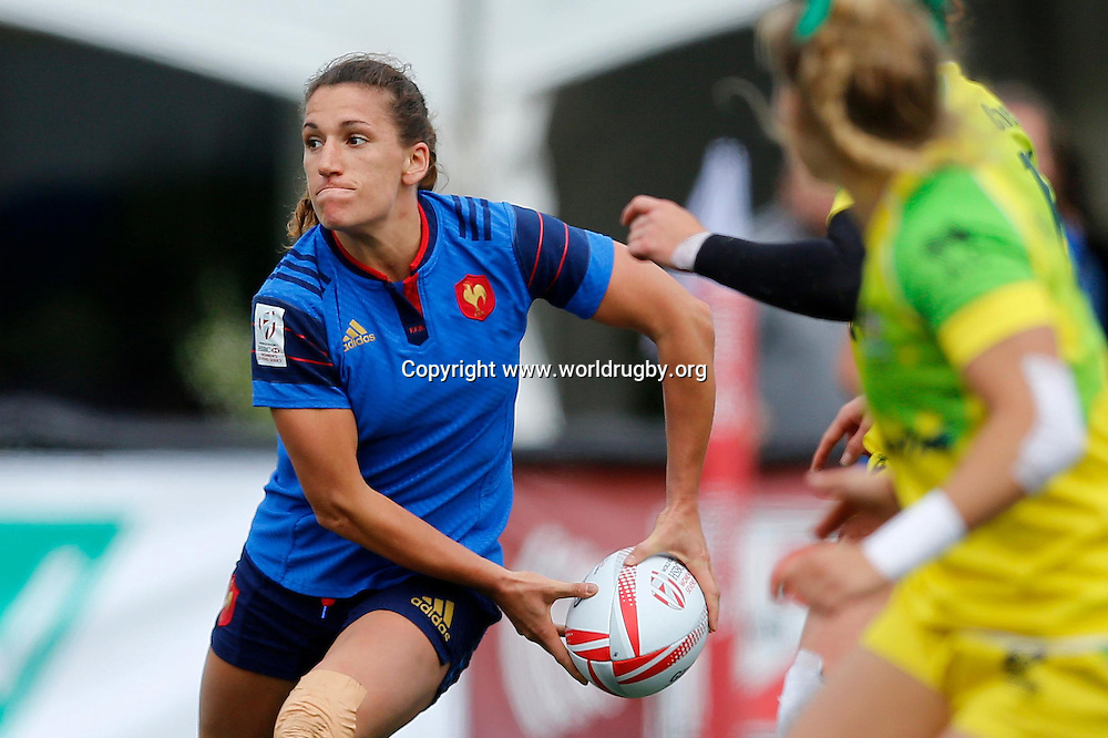 Fanny Horta of France looks to pass during their loss to Australia 12-7.<br /> Round 4 of the HSBC Womens Rugby Sevens World Series in Langford, Canada. 16-17 April 2016.<br /> Photo credit: www.worldrugby.org